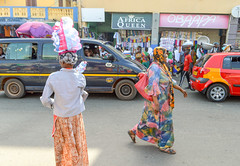 Africa queen (Francisco Anzola) Tags: ghana accra africa city market buildings people shops stalls signs streetlife streetphotography street