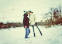 Wintertime love (Mister Blur) Tags: waitingforthesun wintertime love kiss snow lovers mygirl ottawa ontario canada freezing river promenade moment winter lhiver invierno high contrast blur desenfoque snapseed thedoors nikon d7100 35mm f18 nikkor ruben rodrigo fotografía rideau