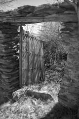PUERTA DEL TIEMPO (Asomados al Mundo) Tags: alpujarra alpujarras capileira ruinas blancoynegro