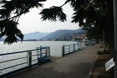 Lungolago di Lovere (Leandro.C) Tags: lago lovere panorama cielo montagne alberi leandroceruti lagodiseo