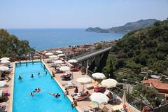 Letojanni: Hotel Antares (Helgoland01) Tags: letojanni italia italien italy sicilia sizilien sicily schwimmbad hotel mittelmeer mediterraniansea