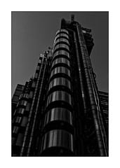 Lloyds Building (Jean-Louis DUMAS) Tags: bâtiment building londres london artistique frame abstrait abstraction abstract artistic art architecte architectural architecture architect black lignes géométrique design blackandwhite noiretblanc bw nb noir tower tour cityoflondon londoncity city