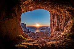 Grotte (Olivier Dégun) Tags: grottecallelongue a7iii raw randonnée roche rocher usm ilemaîre lightroom paysage paca provencealpescôtedazur soleil sunset sony france lesgoudes lanscape marseille méditerranée canon bouchesdurhône nature