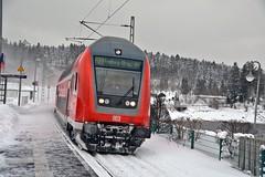 Einfahrt des Regiozuges Seebrugg - Fraiburg (Brsg) im Bahnhof Schluchsee (walter 7.8.1956) Tags: deutschland schnee bb personenzug schluchsee