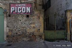 Rue de l'Hôtel de ville, Cazères (Ivan van Nek) Tags: hautegaronne 31 france occitanie midipyrénées frankrijk frankreich nikon nikond7200 d7200 amerpicon wall murréclame mur muur gate ruedelhôteldeville cazères