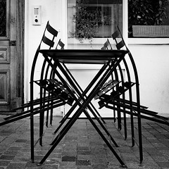 Avant le Rush (Ned_Photo) Tags: bistrot café chaise graphique paris rue table blackandwhite bw bnw city street chair restaurant graphic design