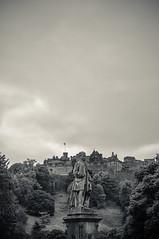Allan Ramsay (Ian David Blüm) Tags: allan ramsay statue monument edinburgh scotland monocrome bw castle
