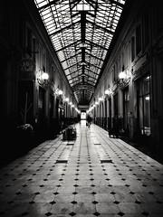 Portici IV (VauGio) Tags: portici galleria bianconero bianco nero blackandwhite blackwhite black white tunnel turin torino huawei p10 leica leicalens