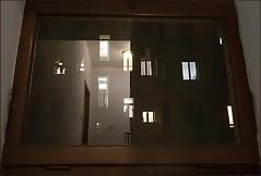Riflesso e non solo (Aellevì) Tags: finestra cornice vetro