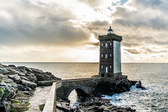Kermorvan s'illumine (Gaw') Tags: phare lighthouse bretagne finistere coast côte littoral mer