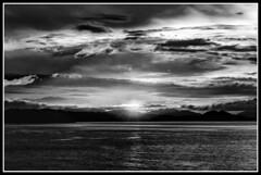Dawn over Madagascar / Рассвет над Мадагаскаром (dmilokt) Tags: природа nature пейзаж landscape море sea небо sky облако cloud dmilokt чб bw черный белый black white