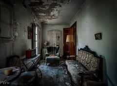 Sala de estar (Perurena) Tags: sala livingroom muebles furnitures luz light sombras shadows casa house abandono decay suciedad dirty urbex urbanexplore