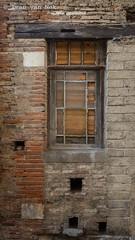 Rue d'Aspet, Le Fousseret (Ivan van Nek) Tags: hautegaronne 31 france occitanie midipyrénées frankrijk frankreich nikon nikond7200 d7200 doorsandwindows ramenendeuren ruedaspet lefousseret decay fenêtre window raam fenster