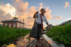 One legged fisherman, Myanmar (Gijs.1985) Tags: southeastasia asia myanmar burma inlelake maingthauk travel reizen sonya7ii culture cultuur oneleggedfisherman boat water sky sunset portrait portret streetphotography straatfotografie ngc