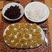 Würzige schwarze Bohnen, lockerer Reis und knusprig frittierte Kochbananen