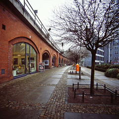 Berlin West S-Bahn  Lotta-Lena Bogen 2.2.2019 (rieblinga) Tags: berlin lotta lenya bogen sbahn fernverkehr city west kantstrase 222019 analog rollei 6008 fuji rdp ii e6 diafilm