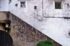 Valle Inclan's house in Pontevedra (Jano_Calvo) Tags: house stairs old entrance white urban oldtown wall pontevedra galicia sony a6000 ilce alpha mirrorless sigma 30mm art
