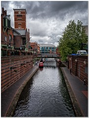 NIC centre (Hugh Stanton) Tags: canal city center boat