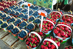 Lots o' Berries (GlobalGoebel) Tags: québec canada ca iphone iphoneography iphonex iphone10 quebeccity market marche berries strawberry strawberries blueberries fruit basket travel travelphotography