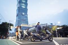 Taipei 101 (リンドン) Tags: 16mmxf xt2 fuji fujifilm 夜 台北 台湾 evening night building street motorcycle taiwan taipei101 taipei101taiwan