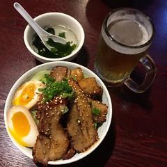 Chashu Over Rice and Sapporo Beer (hinxlinx) Tags: beer rice bowl aoki chuuka 中華料理 叉燒飯