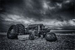 Non Runner (Geoffrey Tibbenham) Tags: fordson tractor beach shingle tyres boxes clouds sky seaside stuck openspace outdoors overcast north norfolk cromer monochrome blackandwhite machinery string fuji xt2 23mm f2 pebbles rusty