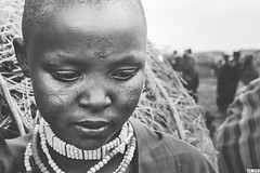 Massai - Tanzania - Africa (TLMELO) Tags: tanzania kid boy child criança menino portrait africa masai tribe tribo serengeti poor pobre angry bravo boring kilimanjaro african africano africana retrato mount kilimanjaromount friends brothers mom son baby maasai woman hat women