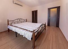P1040613-HDR (alex_mikhaltsov) Tags: home flat room house interrior bedroom