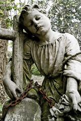 Statue (OmaWetterwachs) Tags: statue cemetery stone moss graveyard friedhof grave grabstein kreuz