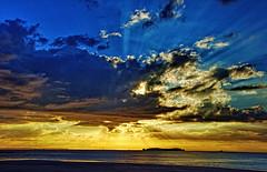 Atardecer en Saint Malo (juanmzgz) Tags: saintmalo bretaña francia atardecer mar cielo color naturaleza nubes sol