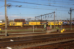 View from a train: Kettinghor 4 (Davydutchy) Tags: amersfoort nederland netherlands niederlande paysbas holland ns nederlandse spoorwegen railway eisenbahn chemindefer jernbanen fervojo rautatie vasút vasutak ferrovie železnic dráhy железныедороги track rails emplacement yard gleis gleise strukton workstrain werktrein railbed renewal inspection inspectie matisa kettinghor 4 march 2019
