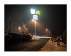 341576981124571324 (Melissen-Ghost) Tags: night hawks photography snow winter fog haze grain color 6x7 frame nachtfotografie nocturnal germany