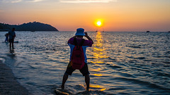 Paparazzi (Cédric Nitseg) Tags: man voyage backpacking kohlipe nikon asia thaïlande asie homme thailand backpacker travelling d7000 human travel greelow