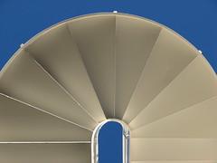 (Vallø) Tags: vallø danmark denmark stairs trappe curve blå blue white hvid linje lines line linjer odinsgaarden aarhus århus building bygning brabrand 2019 rythm lowpov composition 5faves