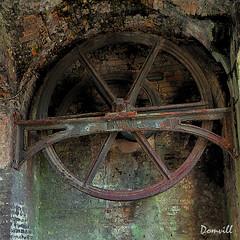 Poulie de herse (DOMVILL) Tags: domvill wwwflickrcompeoplevildom roue poulie herse bergues france nord rouille abandonné