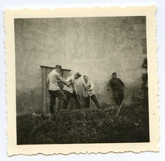 . (Kaïopai°) Tags: france occupation wwii ww2 wehrmacht besetzung besatzer soldier uniform soldat soldaten schufeln plumpsklo latrine old vintage