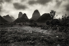 Rainy Day (Maciek Gornisiewicz) Tags: china asia yangshuo county rice fields clouds mountains karst landscape rural travel peaks hills farm farmland moody canon nisi 24105mm 5div maciek gornisiewicz darkelf photography rain rainyday 2018