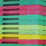 Au port, casiers multicolores, Ullapool, Ross and Cromarty, Ecosse, Grande-Bretagne, Royaume-Uni. thumbnail
