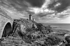 Rocks and Lighthouses (frank_w_aus_l) Tags: frankreich petitminou brittany bretagne france coast lighthouse sky sea clouds path rocks monochrome nikon d810 nikkor 1635 bw sw blackandwhite bnw dramatic
