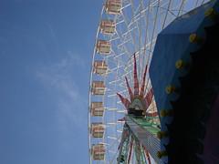 Gira la Ruota (ba.sa74) Tags: ruota città nizza france francia nice costaazzurra cotedazur giostra luce cielo blu inveno nuvole colore