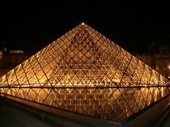 Parijs - Louvre pyramide 2011 winter (leobos) Tags: paris louvre pyramid pyramide architecture