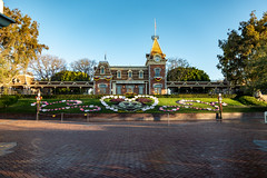 Disneyland quiet before opening (scroy65) Tags: 2490mmsl anaheim disneyland leica leicasl vacation california unitedstatesofamerica us