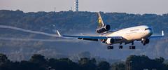 MSP N276UP (Moments In Flight) Tags: minneapolisstpaulinternationalairport msp kmsp mspairport ups ups560 n276up md11f aircargo cargoplane vaportrails vortices airplane avgeek aviation