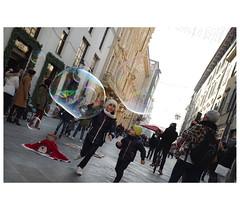 _PXK0141 (Concert Photography and more) Tags: 2018 december winter pisa street streetphoto people kids play bubble bubbles pentax pentaxk11 petax50mmf14 hdpentaxfa50mmf14sdmaw liveactionhero streetphotography