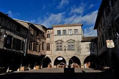 place de la mairie (jean-marc losey) Tags: france occitanie tarn castenauddemontmiral place mairie arcades bastide randonnée d700