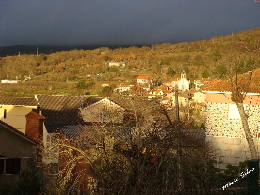 Águas Frias (Chaves) - ... em dia cinzento, um raio de luz ilumina a Aldeia ...