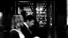 (negrominay) Tags: monochrome monocromo monocromático blancoynegro blackandwhite bn night noche street calle fuji fujifilm x100f ƒ80 people gente couple pareja window urban city santiago chile blonde nose lamps streetphotography