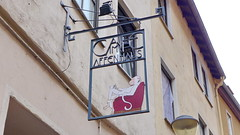 Cafe im Affenhaus Judengasse in Worms 22.9.2018 4078 (orangevolvobusdriver4u) Tags: archiv2018 2018 deutschland germany worms gasthausschild wirtshausschild sign schild judengasse ironsign wroughtironsign cafeimaffenhaus cafe im affenhaus rheinlandpfalz