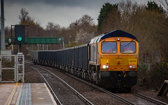 GBRf Class 66/7 no 66763 approaches Mansfield Station on 07-03-2019 with the Wellingborough to Tilcon empties. (kevaruka) Tags: class37 syphon growler 37402 37425 drs directrailservices nuclear nuclearwaste cnd britishrail networkrail englishelectric mansfield nottinghamshire winter 2019 march kevinfrost gloom dull drearyday rain rainyday railway railfreight trains train clouds cloudy cold flickr frontpage thephotographyblog telephoto telephototrains canon canoneos5dmk3 canon5dmk3 canonef100400f4556l 5d3 5diii 5d 5dmk3 37 colour colours color colors blue yellow outdoor