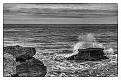 Pointe du Chay (S. Guariach) Tags: sidiguariach blancoynegro monocromo pacosolís bn mar atlántico faro velero pharedecordouan pointeduchay franciscosolís charentemarítimo
